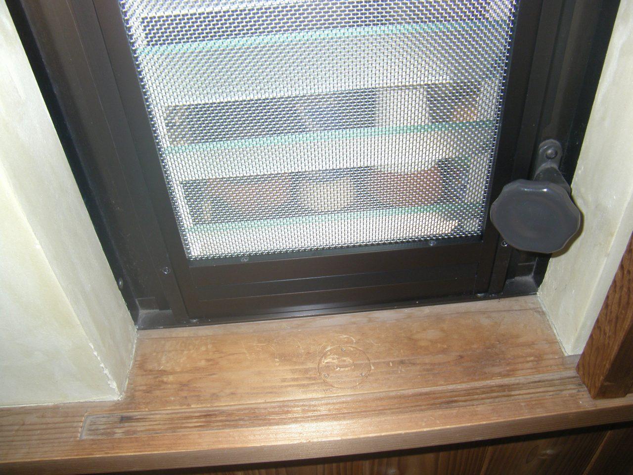 大阪南部-個人宅ジャロジー窓用固定網戸2